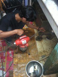 pekerja pipa mampet