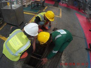 service pipa mampet pada area limbah industri pabrik